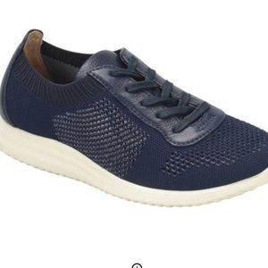 New sofft novella sneakers 9